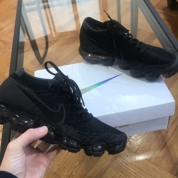 Women s Nike All Black Vapormax. M 5ab919928df470818d96b66b 2192c5c1f35a